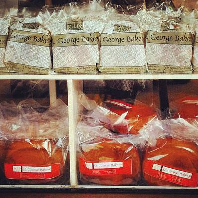 ケーララにはベーカリーがいっぱいある。クリームなしスポンジケーキが主流。