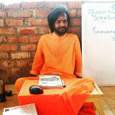 ヨガのアシュラムにて、インド哲学を毎日分かりやすく楽しく教えてくれたヨゲーシュ・アナンダ先生。