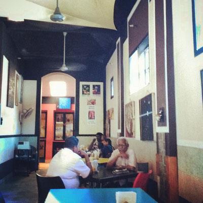 アレッピーの人気レストラン「クリーム・コーナー」ここものんびりくつろげる数少ない店。