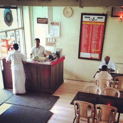 南インド各所に支店を持つ「インディアン・コーヒー・ハウス」インドでは貴重な女性もくつろげる喫茶店。