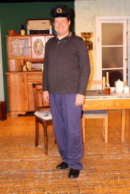 Martin Oppermann als ihr Mann Erich Brendel