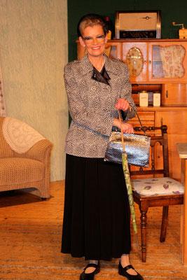 Christa Bollmann als die resolute Ella Senkpiel