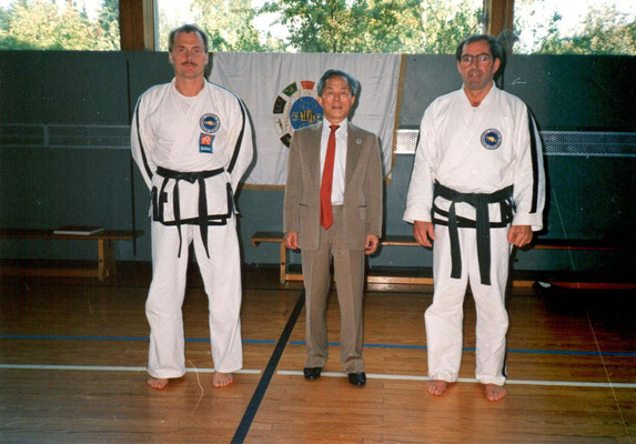 1991 - Gen. Choi Hong Hi verleiht Max den 7. Dan