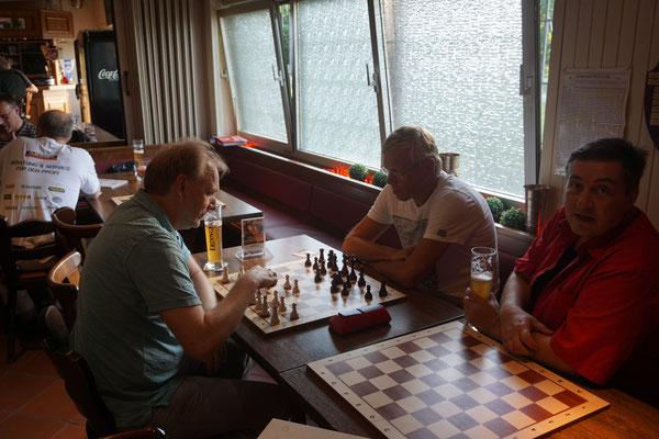 Ein Gast ist auch dabei (Ralf gegen Ralf).