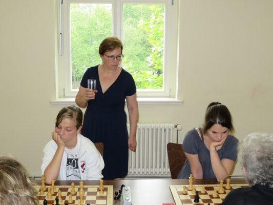Auch MSV 06-Trainerin Martina Shogvall war sehr zufrieden mit ihren Schach-Schülerinnen.
