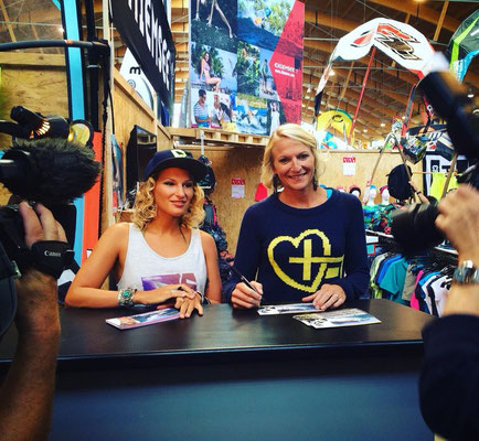 autograph session with my sister Sonni