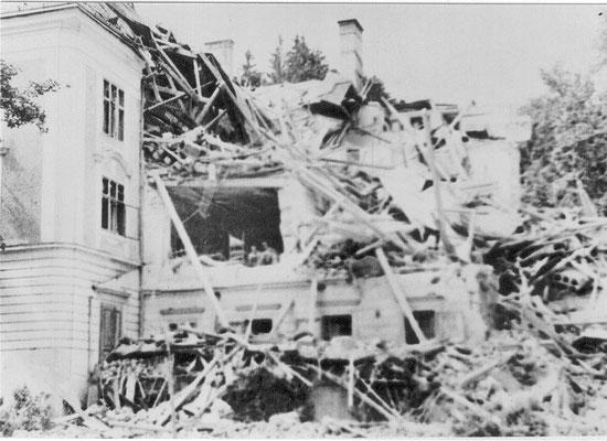 Bombeneinschlag im Neuen Schloß im 2. Weltkrieg
