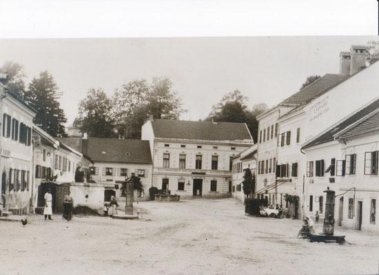 Stadtplatz mit den Ziehbrunnen - um 1950