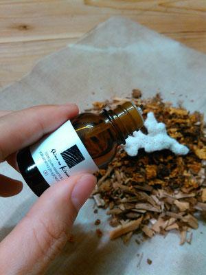 屋久島産の精油とブレスチップを使います。