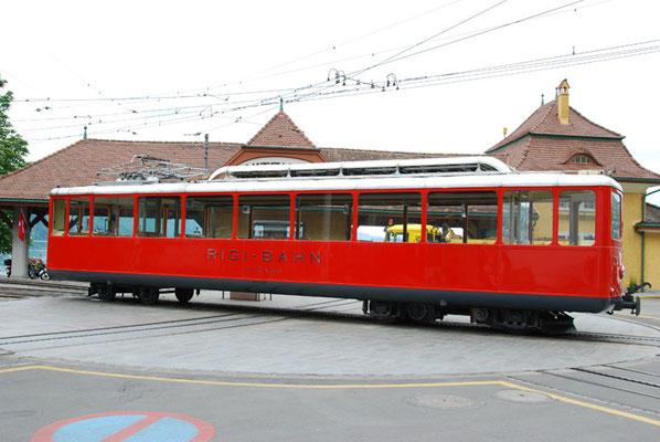 Nr. 2032 / 18.05.2012 / Rigi, Rigibahn Bahnhof Vitznau / 3872 x 2592 / JPG-Datei