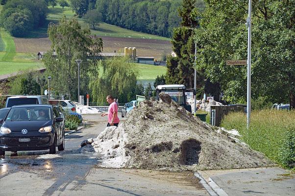 5323 / Woche 23 / Schöfflisdorf, Hagelhaufen nach Unwetter