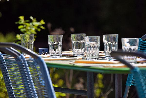 5181 /  Woche 21 / Tisch in einem Restaurant in Langnau