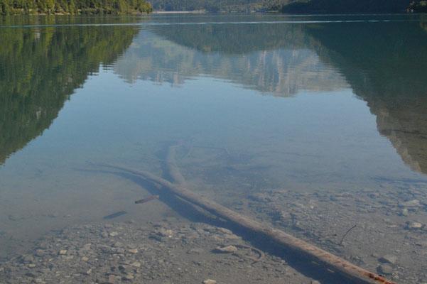 Nr. 215 / 08.09.12 / Klöntalersee, Spiegelung, Blick Richtung Nord / 6016 x 4000 / JPG-Datei