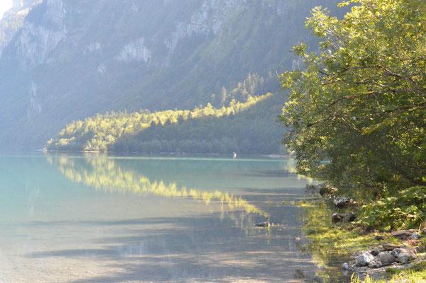 Nr. 213 / 08.09.12 / Klöntalersee, Spiegelung, Blick Richtung Ost / 6016 x 4000 / JPG-Datei