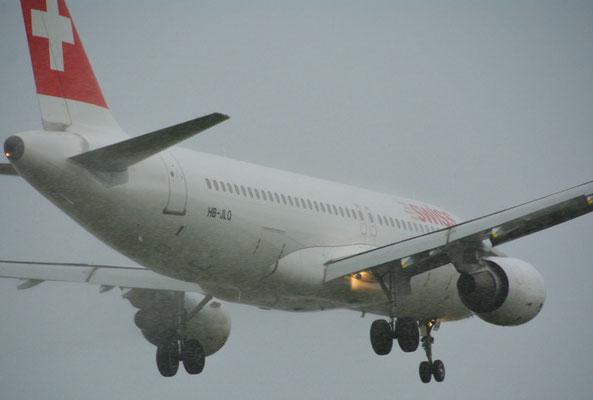 Nr. 5031 / Woche 31 / Anflug, Swiss Maschine auf Flughafen Zürich, Kloten / 6000 x 4000 / JPG-Datei