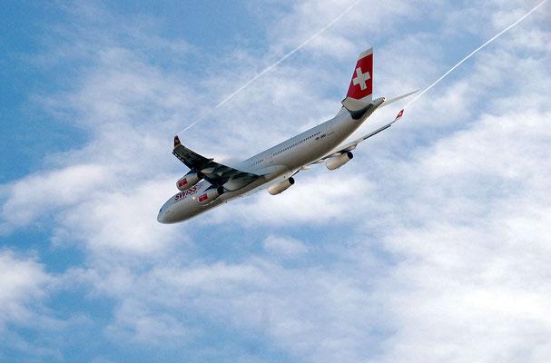 Nr. 2204 / 20.11.2011 / Flughafen Zürich / 3395 x 2251 / JPG-Datei