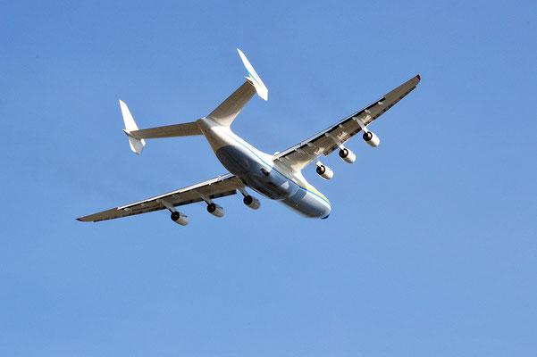 Nr. 2210 / 25.09.2013 / Flughafen Zürich,  Antonow An-225 Mrija / 6000 x 4000 / JPG-Datei