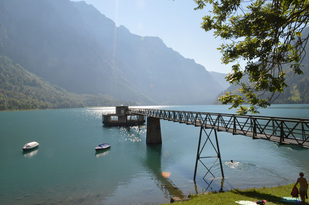 Nr. 223 / 08.09.12 / Klöntalersee, Auslaufbauwerk, Blick Richtung Westen / 6016 x 4000 / JPG-Datei