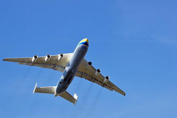 Nr. 2209 / 25.09.2013 / Flughafen Zürich,  Antonow An-225 Mrija / 6000 x 4000 / JPG-Datei