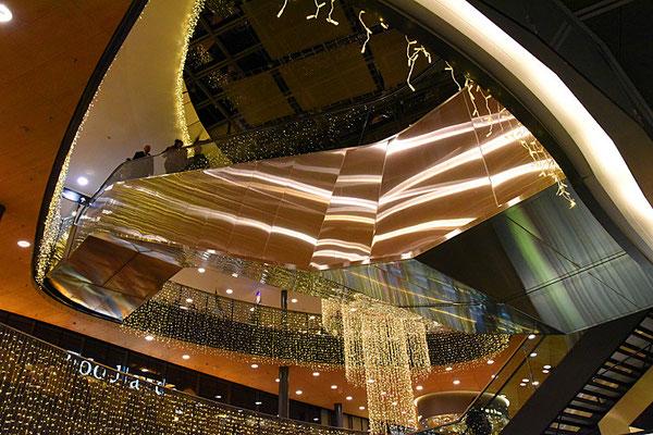 5151 / Woche 51 / Weihnachtsbeleuchtung Flughafen Zürich