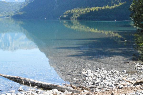 Nr. 214 / 08.09.12 / Klöntalersee, Spiegelung, Blick Richtung Ost / 6016 x 4000 / JPG-Datei