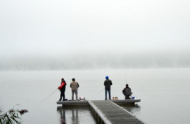5139 / Woche 39 / Greifensee, Fischer auf Steg