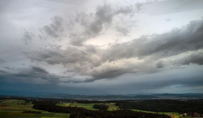 2020, Woche 24, Wolkenstimmung Blickrichtung Zürichsee