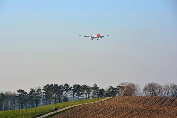 Nr. 5011/ Woche 11 / Oberglatt, Anflug Flughafen Zürich / 6000 x 4000 / JPG-Datei