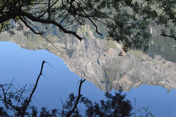 Nr. 220 / 08.09.12 / Klöntalersee, Spiegelung, Blick Richtung Nord / 6016 x 4000 / JPG-Datei