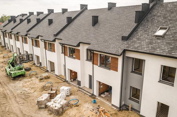 Budynek zyskał nowy dach w postaci wysokiej jakości gontu bitumicznego marki GAF