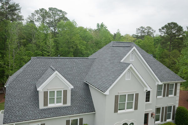 Na dachu widoczny gont marki Timberline HD w kolorze Slate