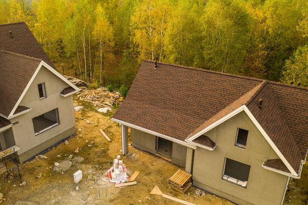 Dach pokryty gontem bitumicznym GAF Timberline HD w kolorze Hickory