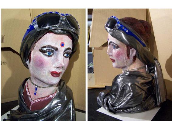 """""""Frau von Welt"""""""
