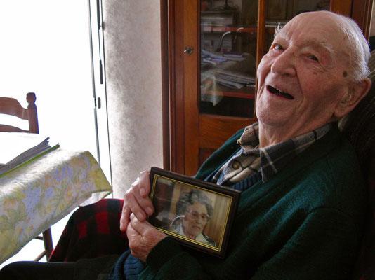 Louis Le Bouedec, doyen des Français à 109 ans, n'oublie pas son épouse