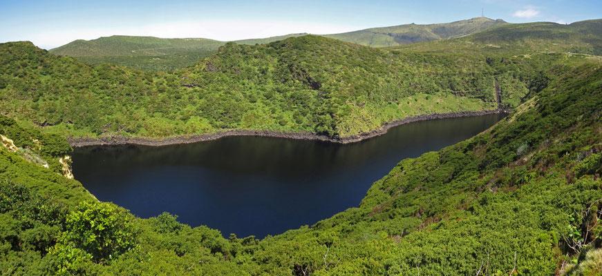 Der Lagoa Comprida auf der Insel Flores im Reserva Florestal Natural do Morro Alto