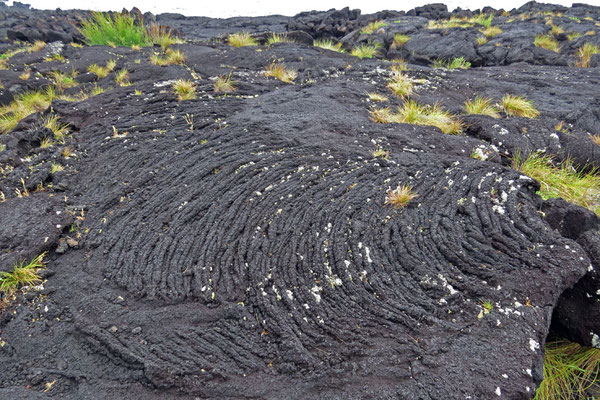 """Das Pico mit 270.000 Jahren eine der jüngsten Inseln ist kann man sehr eindrucksvoll an dem noch recht """"frischen"""" Lavagestein sehen, welches die Küsten säumt..."""