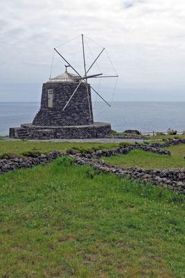 Traditionelle Windmühle auf Corvo