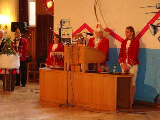 Mit der Übergabe des Rathausschlüssels übernahm Seine Tollität Prinz Wilfried I. die Kieler Amtsgeschäfte.