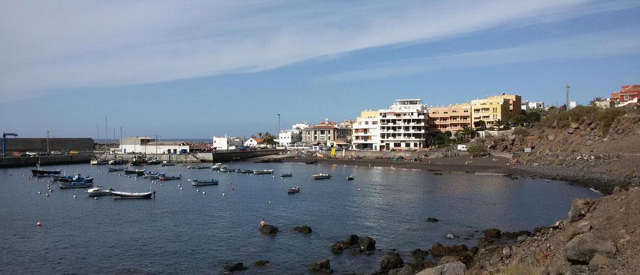 Vueltas, Hafen und Strand