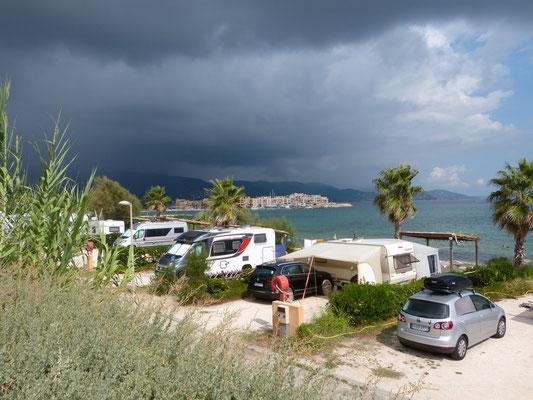 dunkle Wolken über dem Mittelmeer