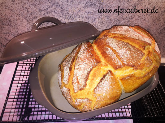 Frisches Brot mit Dinkel und Roggen aus dem Ofenmeister von Pampered Chef®