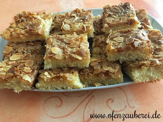 Butterkuchen mit Mandeldecke auf dem großen Ofenzauberer von Pampered Chef® gebacken