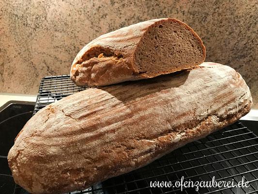 Frisch gebackenes Brot mit Sauerteig vom Rockcrok Grillstein von Pampered Chef®