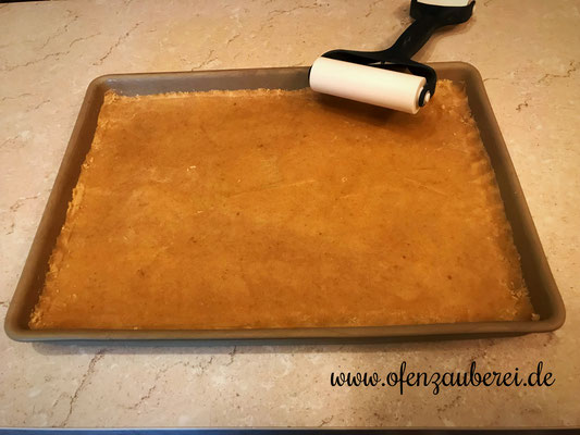Käsekuchen auf dem großen Ofenzauberer von Pampered Chef® mit Teigroller