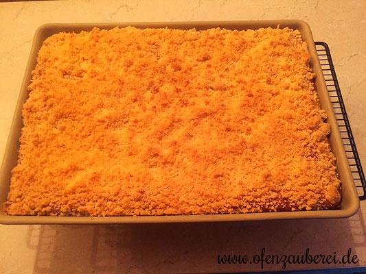Fertig gebackener Hefe-Streusel-Kuchen auf dem großen Ofenzauberer von Pampered Chef®