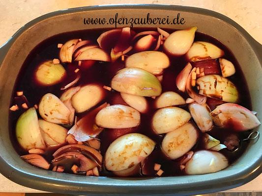 Rouladen vom Rind mit kleinem Streicher bestrichen und dann im Ofenmeister oder Zaubermeister oder Grundset von Pampered Chef® gekocht