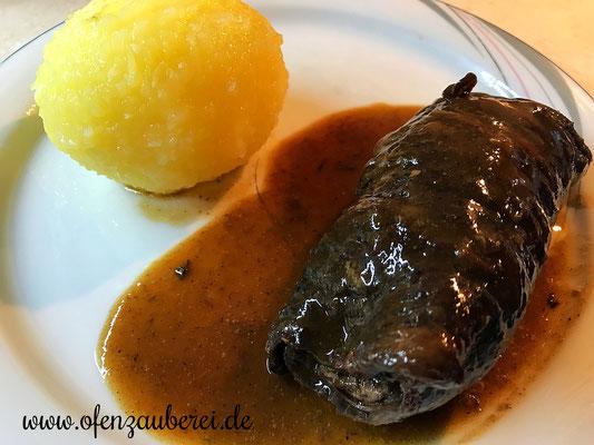 Rouladen vom Rind mit kleinem Streicher bestrichen und dann im Ofenmeister oder Zaubermeister oder Grundset von Pampered Chef gekocht