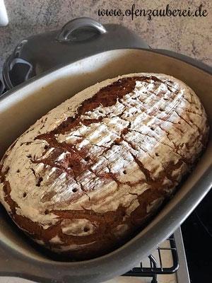 Frisches, selbstgebackenes Brot mit Sauerteig aus dem Ofenmeister bzw. Zaubermeister von Pampered Chef®