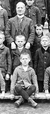 Ausschnitt Klassenfoto: Wilhelm in der Volksschule Eslohe um 1922