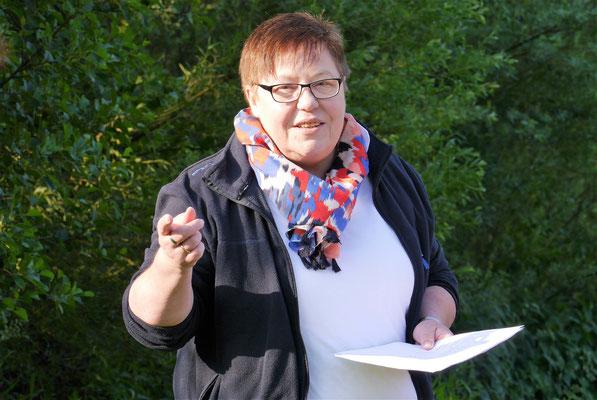 Gemeindereferentin Bernadette Klens begrüßt die Teilnehmer